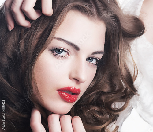 Closeup beautiful brunette woman face with sexy red lips