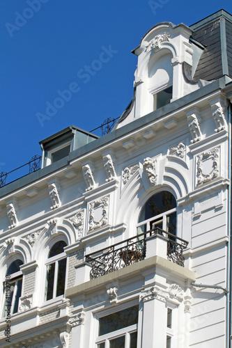Jugendstildachgaube über Balkon