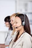 frauen telefonieren mit headset