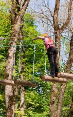 Преодоление препятствий в лесу