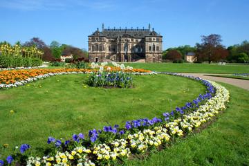 Palais Großer Garten im Frühling