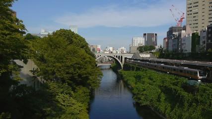 東京の御茶ノ水駅前