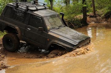 fuoristrada nel fango