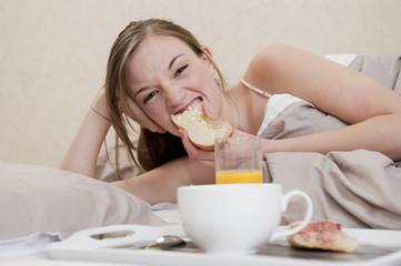 Le petit déjeuner au lit