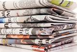 Stapel von alten Zeitungen und Zeitschriften - 41223742