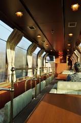 TRAIN saloon car 朝の展望車