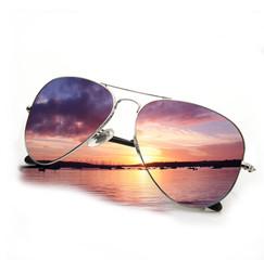 occhiali alba sul mare