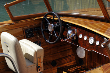 poste pilotage canot automobile