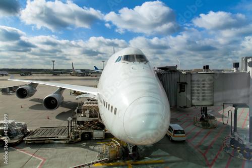 samoloty-na-lotnisku