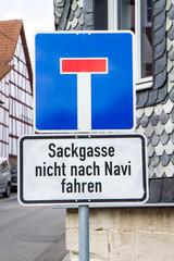Schild: Sackgasse nicht nach Navi fahren!