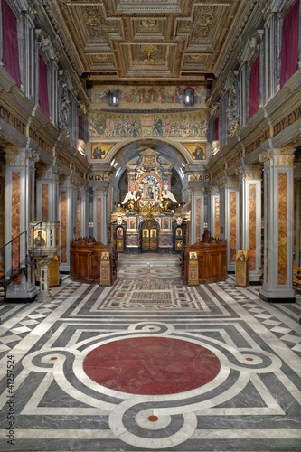 abbazia grottaferrata interno vert