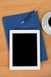 bewerbungsmappe und tablet-pc