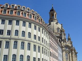 historische Bürgerhäuser und Frauenkirche Dresden