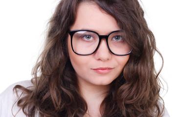 junge frau mit großer brille