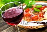 Fototapety Rotwein und Pizza
