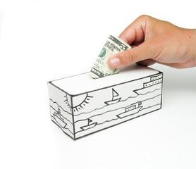 Cofre com mar desenhado e nota de 5 dólares sendo depositada.