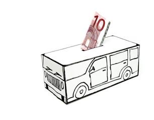 Cofre para compra de carro com dez euros.