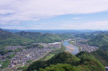 長良川と山並み