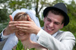 Jeunes mariés qui s'amusent - LO