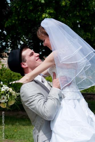 Porté de jeunes mariés - LO
