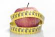 Manzana roja y cinta de medir