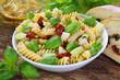 Italienischer Pasta-Salat mit getrockneten Tomaten