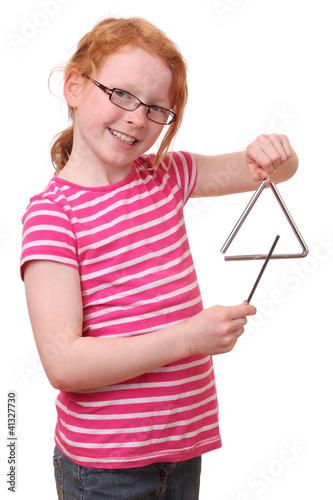 Junges Mädchen mit Triangel