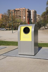 Basurero ecológico. reciclar.