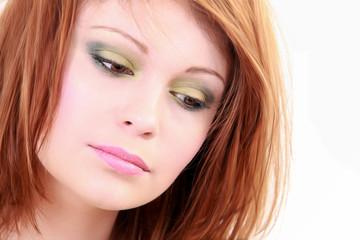 Visage d'une jolie fille maquillée