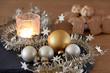 adventslicht und weihnachtsplätzchen