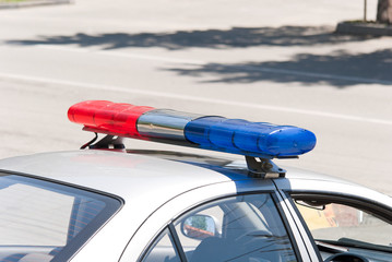 Специальный сигнал на крыше полицейской машины