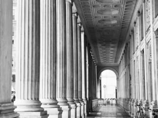 Colonne di Roma in bianco e nero, Italia