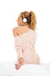Junge Frau am Musik hören