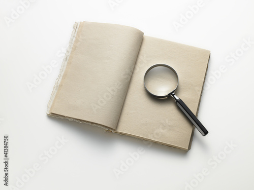 notebook with lens - quaderno con lente