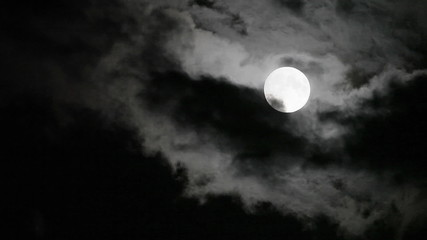 Full moon and clouds timelapse