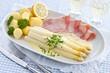 Spargel mit Sauce Hollandaise, Kartoffeln und Schinken