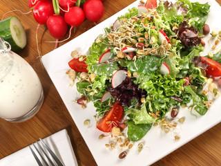 Salat mit Dressing