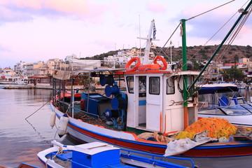 porto barche pescatori tramonto sera
