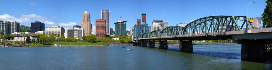 Portland Oregon skyline panorama.