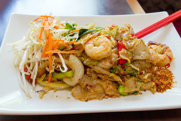 Thai Pad Kee Mao Rice Noodle with Prawns
