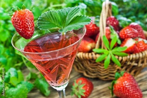 Sekt und Erdbeeren - 41441391
