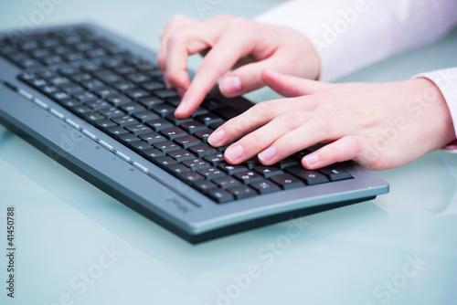 auf einer computertastatur schreiben
