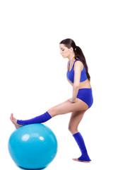 dehnübung mit dem gymnastikball