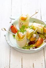 Involtini di zucchine bianche, feta e melone