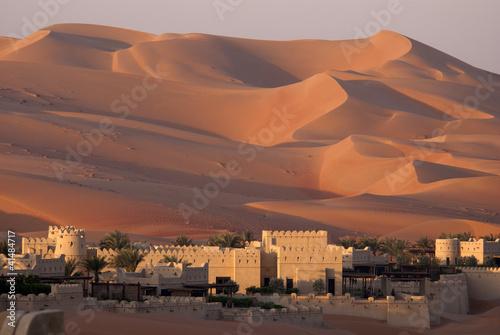 Pustynne wydmy w Abu Dhabi
