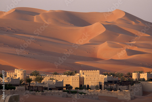 Foto op Canvas Zandwoestijn Abu Dhabi's desert dunes