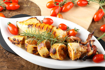 Squid stuffed with bread crumbs and tomatoes