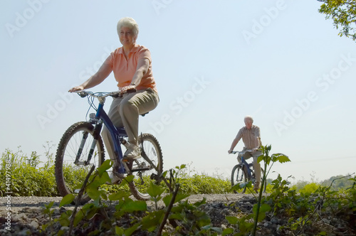 Cycling couple
