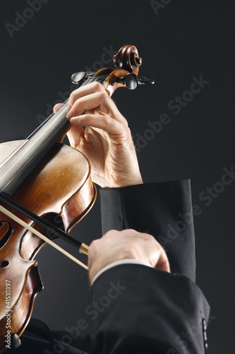 the violinist, hands close up
