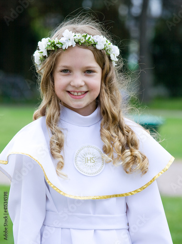 First Communion - smiling girl - 41534598